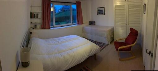 bedroom-sunny